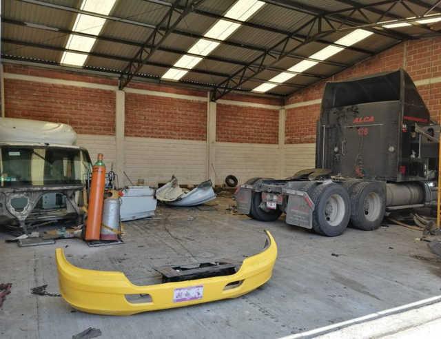 La SSC asegura en Santa Cruz Tlaxcala inmueble con vehículos robados