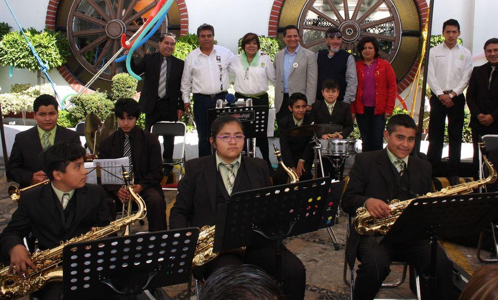 Cierran festejos de reyes con reconocimiento a niños de banda musical municipal