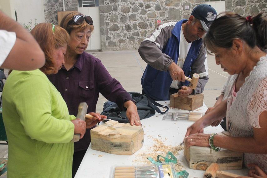Ayuntamiento promueve taller de máscaras talladas en madera