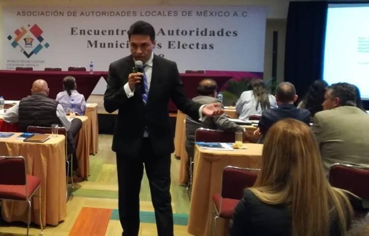 Tesorero García Báez impartió conferencia en el World Trade Center de la CDMX