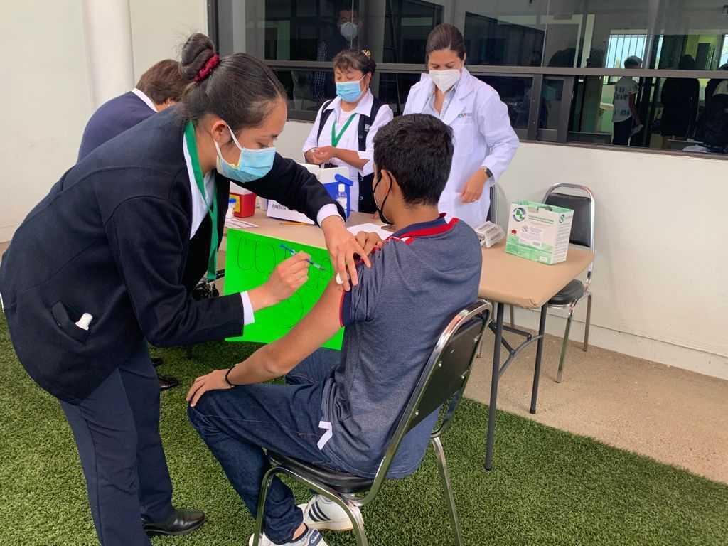 Recibe vacuna contra Covid-19 otro grupo de 13 menores de Tlaxcala