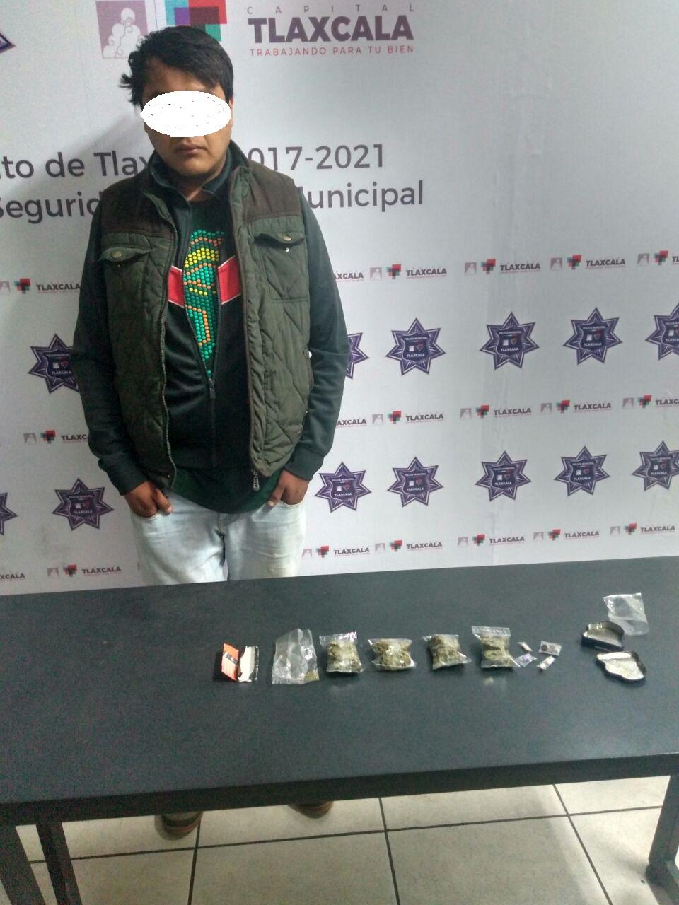 Detienen a sujeto con marihuana en Plaza Xicohténcatl