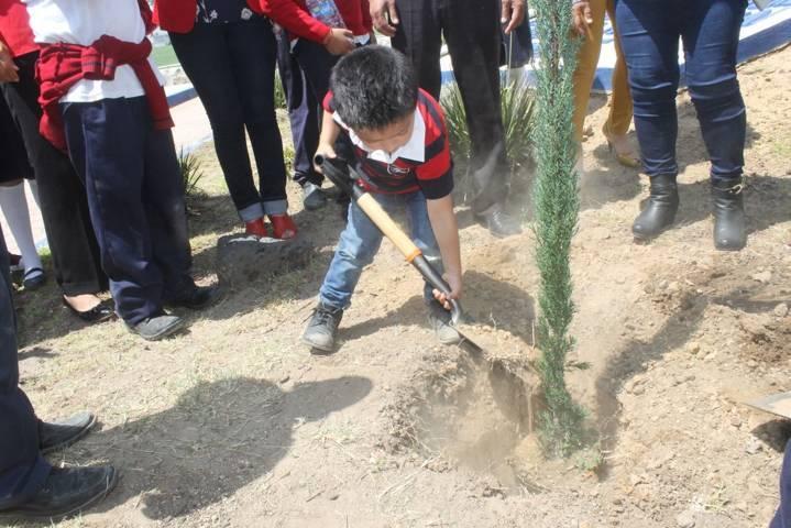 Ayuntamiento fomenta el cuidado del medio ambiente con la plantación de árboles
