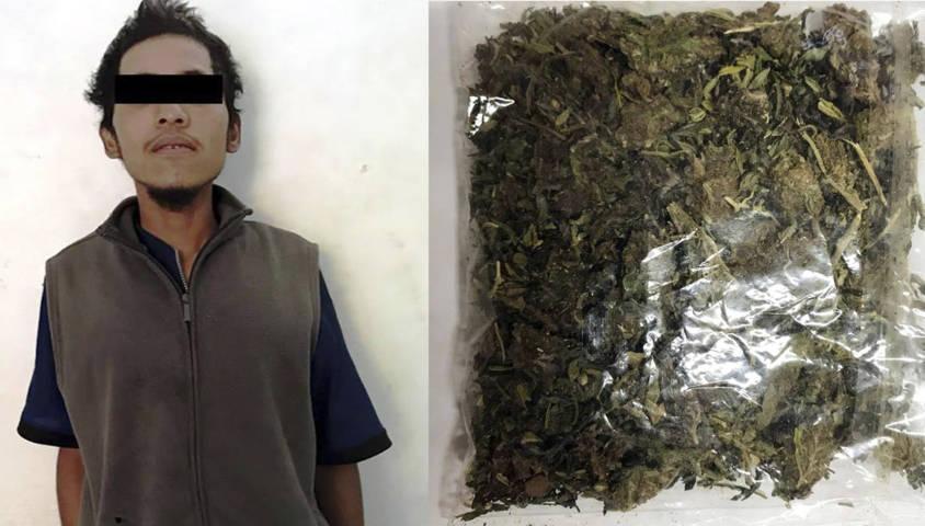 Aseguran a sujeto con droga en la Magdalena Tlaltelulco