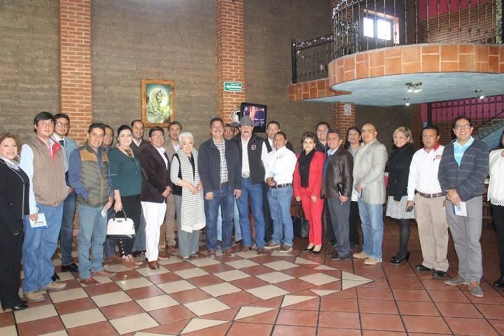 La suma de voluntades entre gobierno y empresarios da el desarrollo del municipio: alcalde