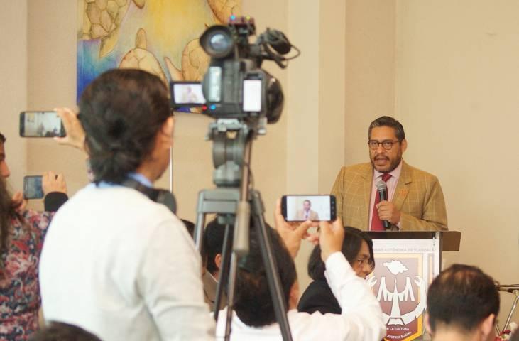 Reconoce la UATx labor de periodistas en su día