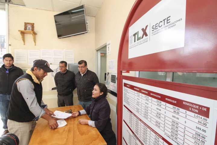 Supervisan canje de placas en delegación de Tlaxco