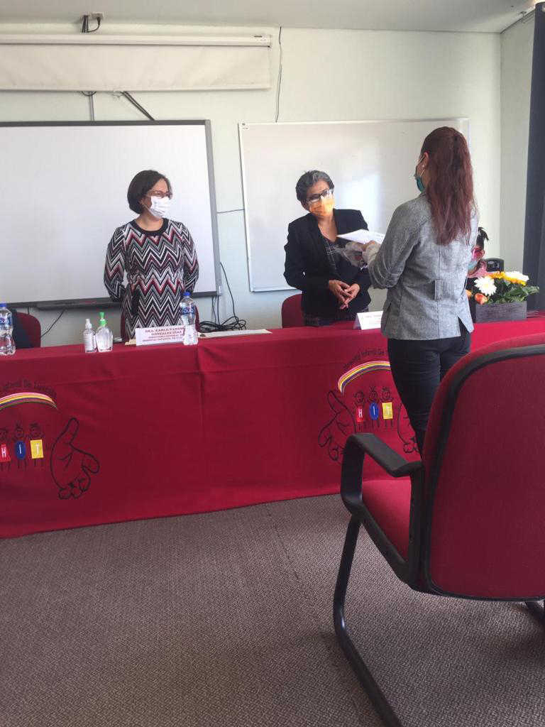 Entrega SESA constancias de graduación a residentes de pediatría del HIT