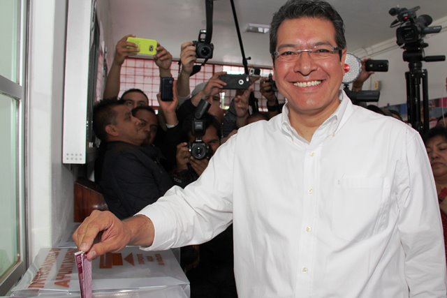 Marco Mena ya siente triunfo como Gobernador tras no rebasar tope de campaña