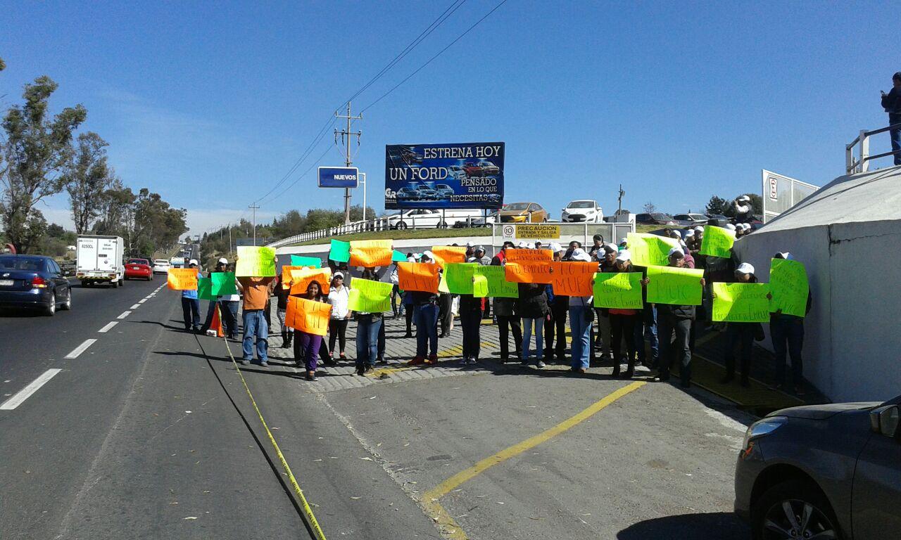 Tlaxcaltecas protestan por el arribo de Trump al gobierno de EEUA
