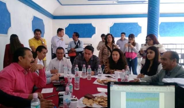 """Cabildo de Zacatelco plagado de """"herederos, ninis, golpeadores e inexpertos"""""""