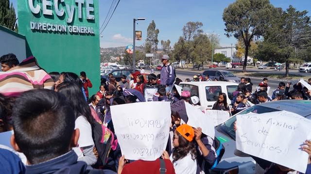 Cierran alumnos autopista Apizaco Chiautempan