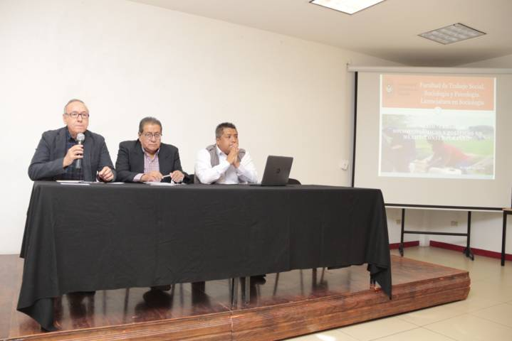 Inicia en la UATx el Seminario de Problemas Socioeconómicos y Políticos en México