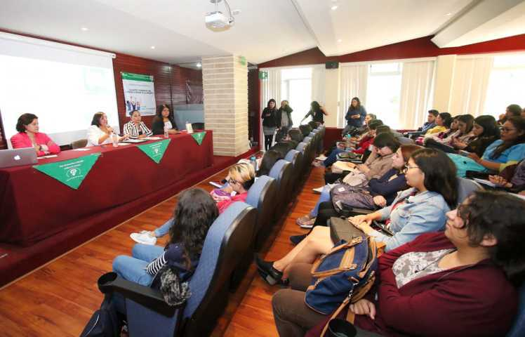 Debaten en la UATx sobre el derecho a decidir de las mujeres