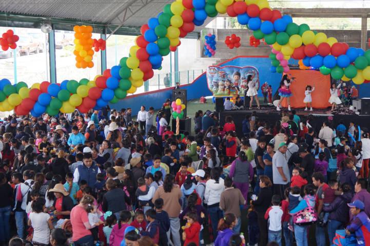 Celebra DIF municipal de Teacalco a miles de infantes en su día