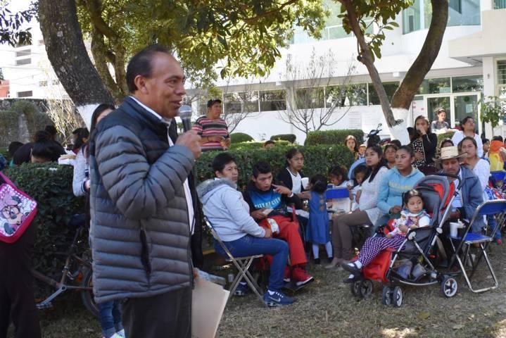 Alcalde fomenta tradiciones de las posadas navideñas con pacientes de la UBR