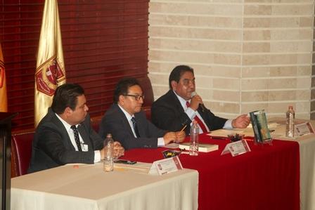 Presentan en la UAT libro sobre corrupción en la administración pública
