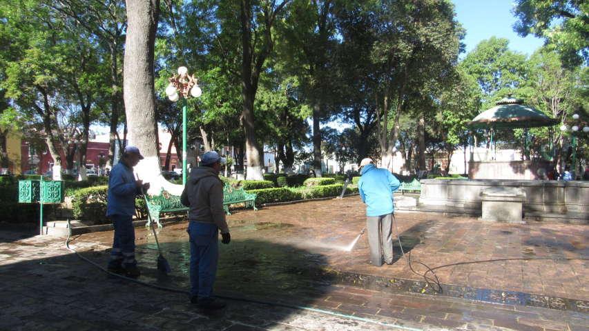 Servicios Públicos de Tlaxcala lava Plaza de la Constitución