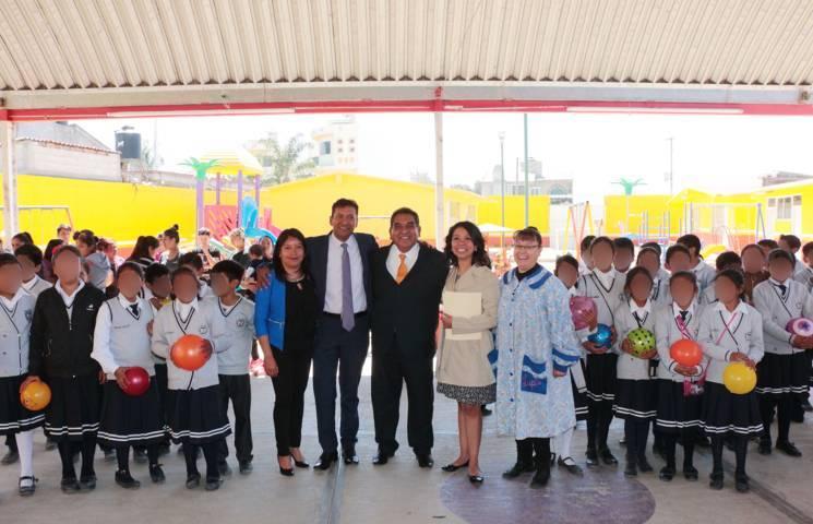 Atienden docentes y estudiantes de la UATx a infantes de Ayometitla