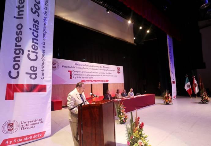 Contribuye la UATx a la reflexión de las Ciencias Sociales