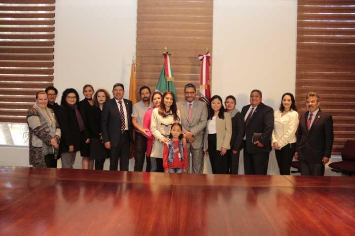 Alumnas de la UATx cursarán un semestre en la Universidad de León España