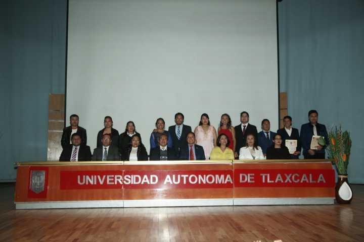 Culminan estudios en seis programas educativos de la UATx