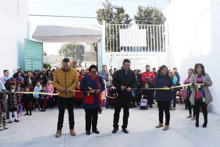 Maestra acude a Martes de Atención en Apizaco; hoy inauguran obra