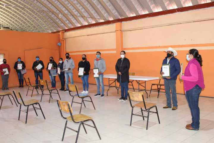 Se benefician familias de Tlaxco, con programa de escrituración a bajo costo