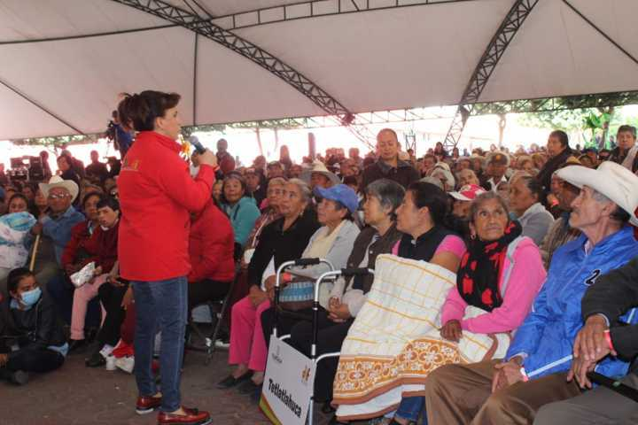 Caravana Invernal beneficio con despensas y cobijas a 60 abuelitos de Huactzinco