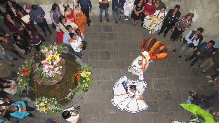 Expone ayuntamiento muestra fotográfica del baile de la Jota
