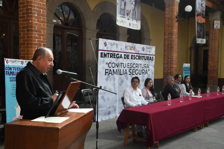 Brinda Tlaxco seguridad a 455 familias con escrituras