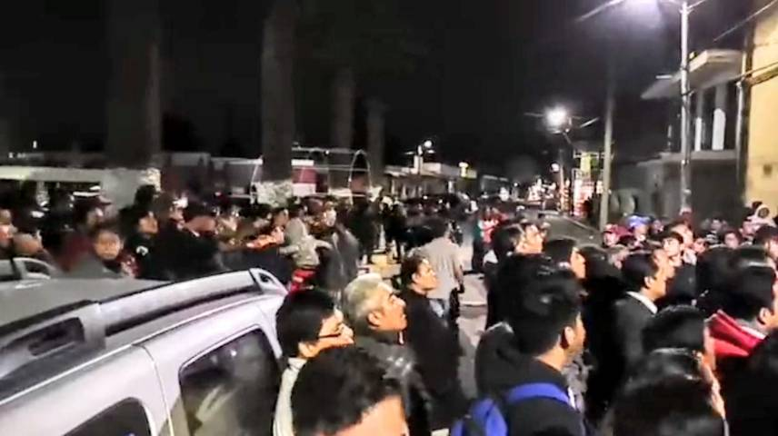 Población enardecida de Amaxac logra destitución de dos policías