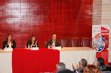 Maestros disertan en la UAT sobre la reforma educativa