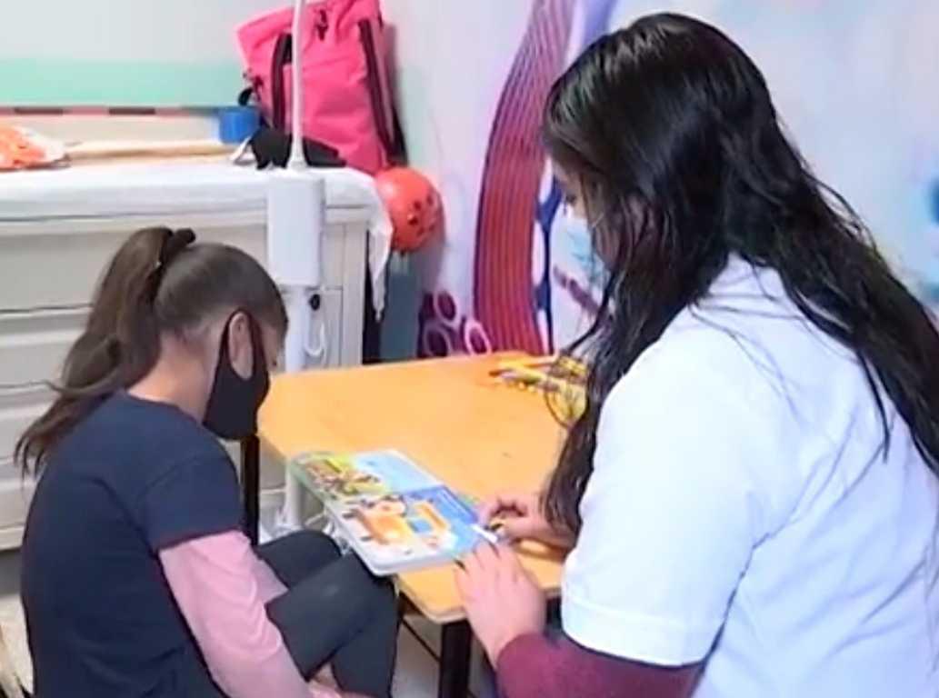 Brinda SESA terapia de lenguaje a infantes de 0 a 5 años de edad
