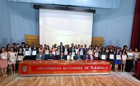 Se graduó generación 2013-2017 de la Facultad de Filosofía y Letras
