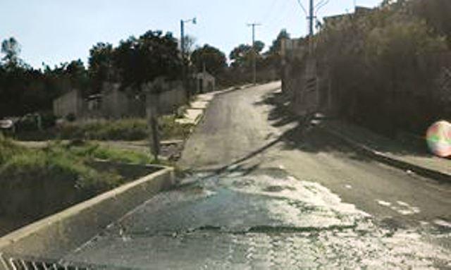 Fuga de agua lleva varios días en Cuauhtelulpan