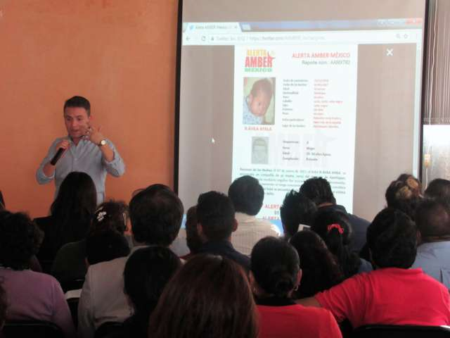 Imparten plática a docentes y padres de familia para prevenir el robo de niños