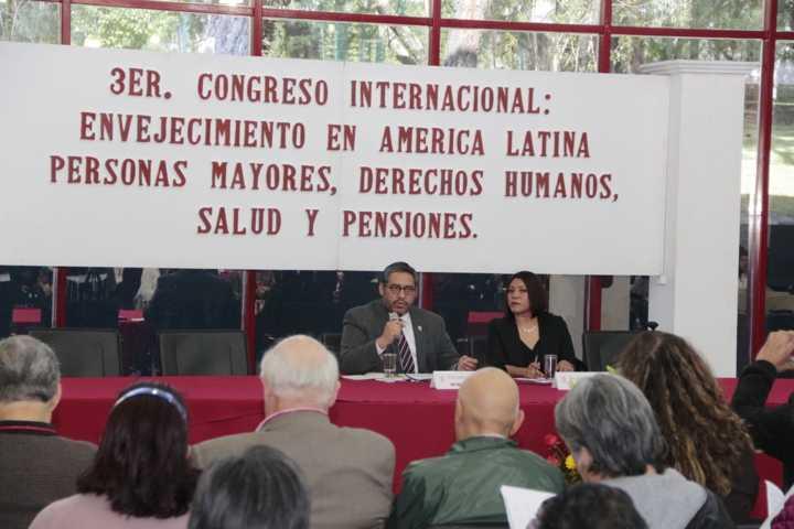 Atiende la UATx temas de envejecimiento en América Latina