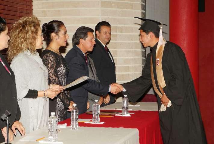 Gradúa la UAT a Maestros en Administración