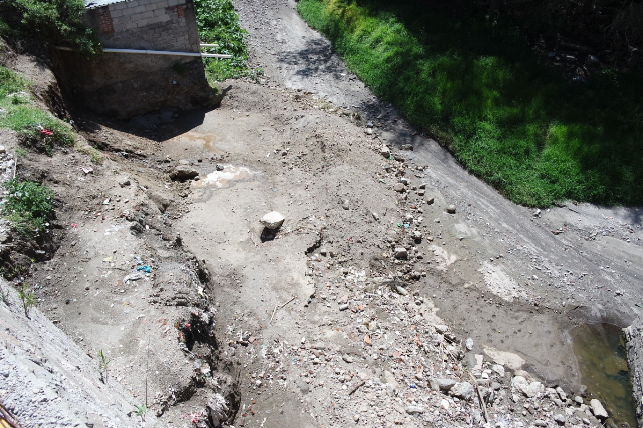 Autoridades suspenden construcción en barranca de Papalotla