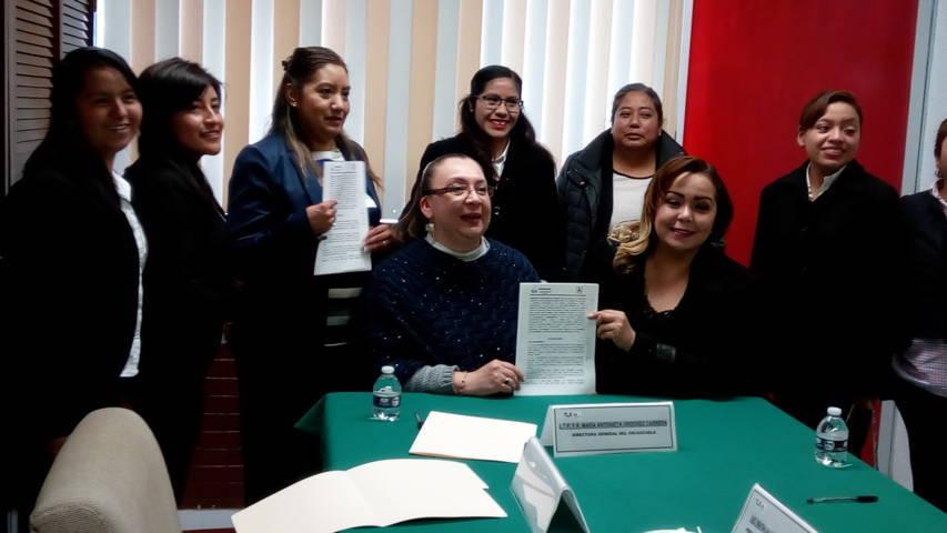 El SMDIF de Tetlanohcan y el CRI signan convenio de colaboración