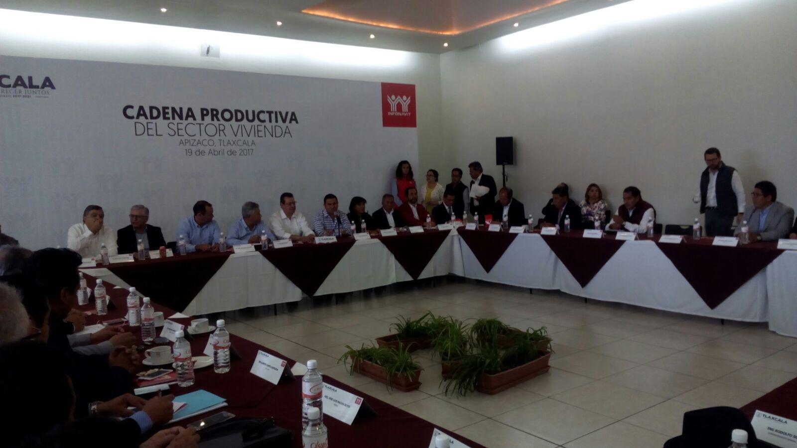 Participa edil de Santa Cruz Tlaxcala en reunión  del Infonavit