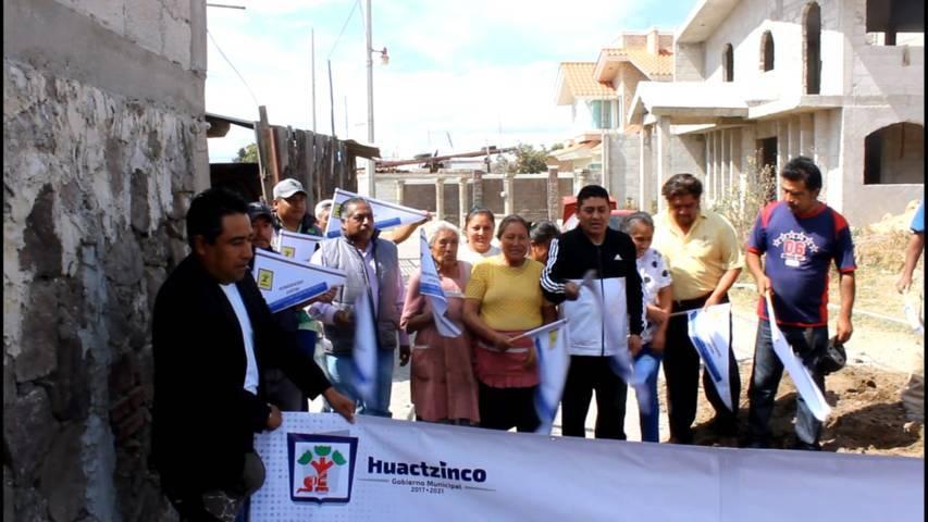 Valencia Muñoz acerca servicios básicos a la 2da privada Buena Vista