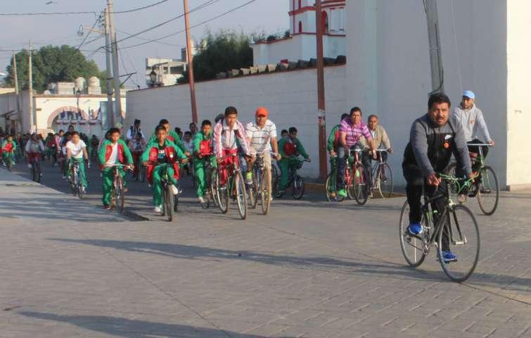 "Alcalde se suma a paseo ciclista realizado por estudiantes de la secundaria ""Crisanto Cuellar Abaroa"""