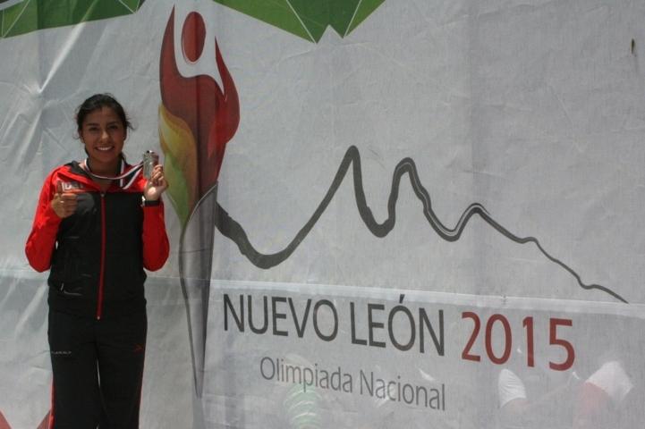 Gana Karina Itzel Hernández plata en los cinco mil metros