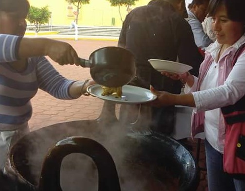 Espera Papalotla miles en Feria del Mole, este lunes preparan 22 cazuelas