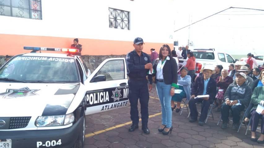 Alcalde refuerza la seguridad entregando dos patrullas