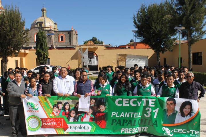 Regalan boletos a estudiantes para gran concierto de feria en Papalotla