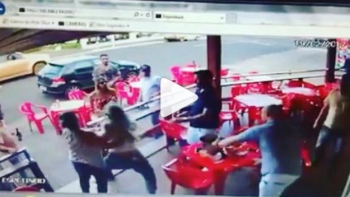 Mujer se topa con novio y su amante, se arma pelea