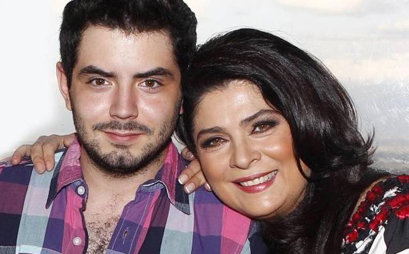 Victoria Ruffo cacha a José Eduardo Derbez con 2 mujeres